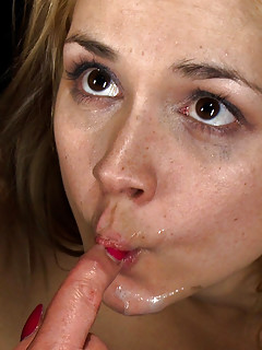Nikki blond beauty blowjob
